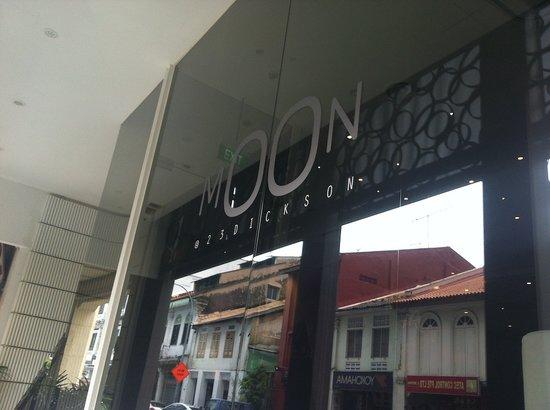 Moon 23 Hotel: Sign