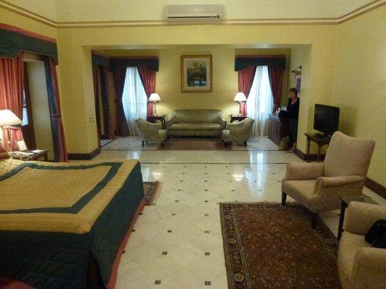 Palace Hotel: Bedroom/sitting room