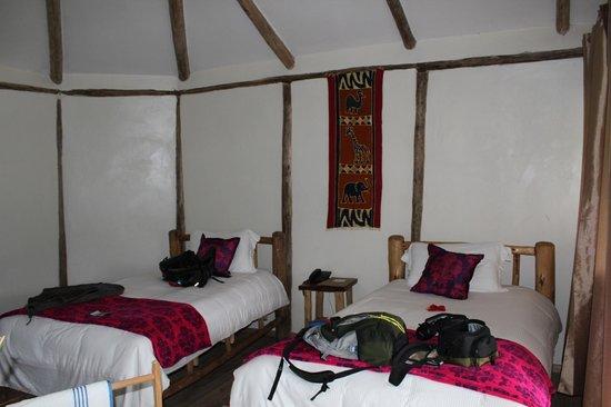 Gorilla Safari Lodge: convenient but noisy