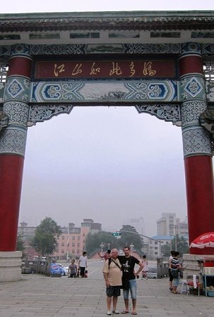Jinjiangshan Park : Heinrich and Roland at the Gate
