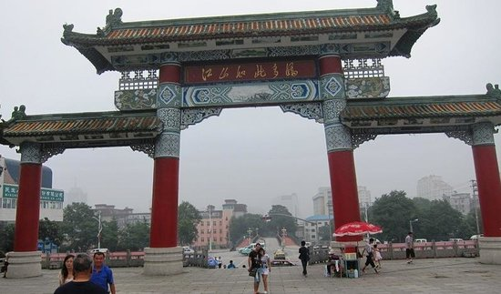 Jinjiangshan Park: Beautiful Gate