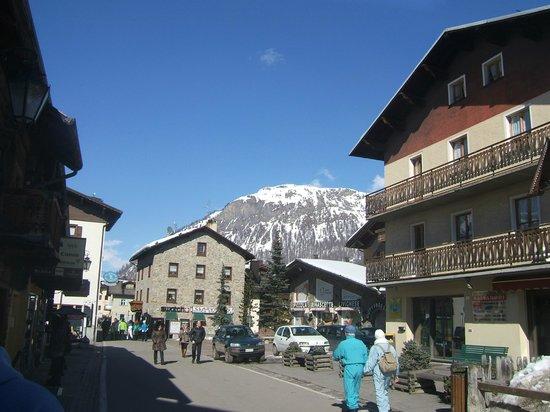 Chalet La Gualt: The Town