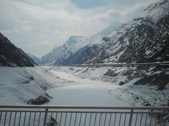 Chalet La Gualt: Frozen Lake