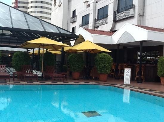Sarova Stanley: pool and bar