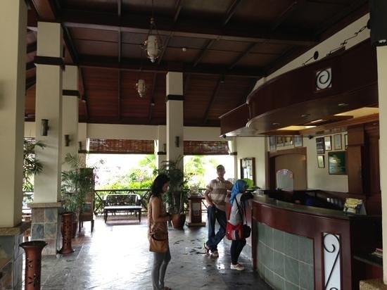 لو فيلدج بيتش ريزورت كوانتن: the hotel lobby