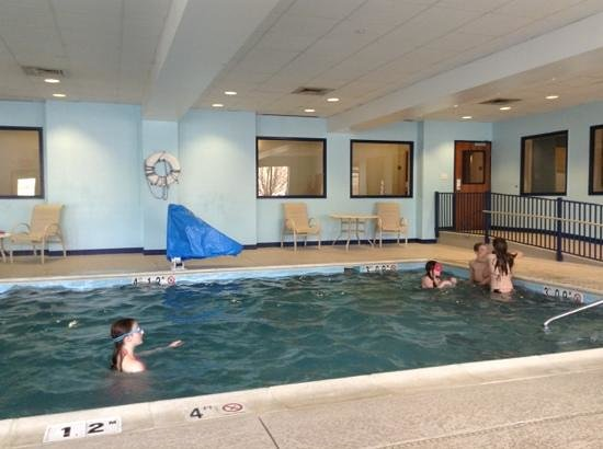 Holiday Inn Express Hotel & Suites Winchester: the pool in the morning