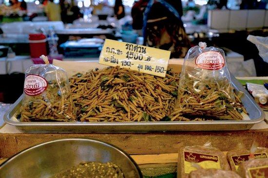 Thanin Market : No way I'm eating that...