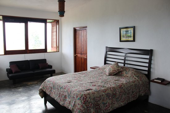 El Hotelito at the Rainforest Experience Farm: Extremely Comfortable Bed