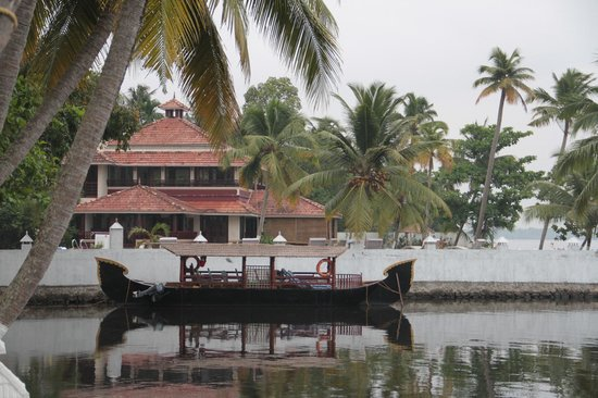 The World Backwaters: Restaurant and hotel boat
