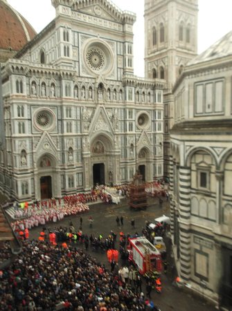 Duomo View B&B: Easter Sunday unreal celebrations...