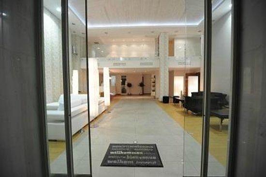 Hotel ILIANA: Lobby Area