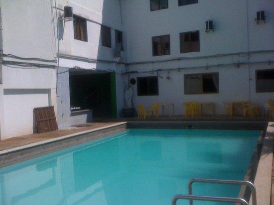 Hotel Fenice: La pileta es lo mas pasable de este hotel...
