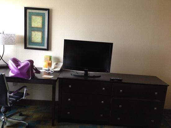 La Quinta Inn & Suites Plattsburgh: écran plat