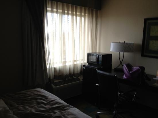 La Quinta Inn & Suites Plattsburgh: petit frigo et micro onde