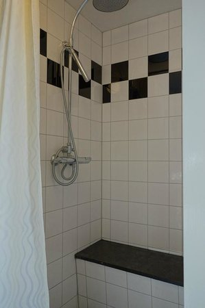 Hotel Keizershof: The shower