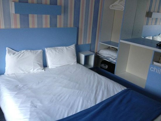 The Big Sleep Hotel Cheltenham: Bed