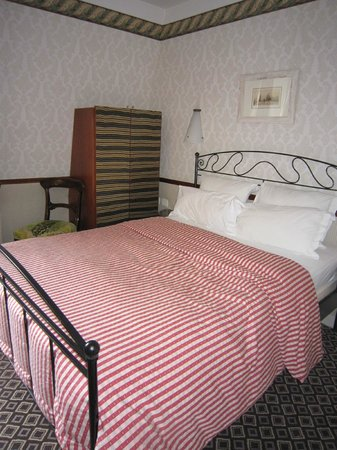 Hotel Relais Saint Sulpice : こじんまりと可愛い部屋