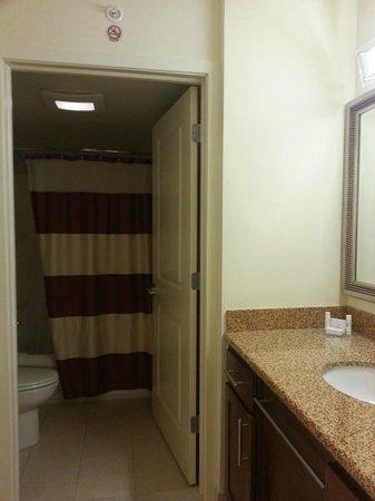 Residence Inn Miami Airport: Bath in 3316