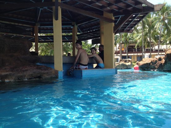 Nirwana Gardens - Nirwana Beach Club: Pool bar