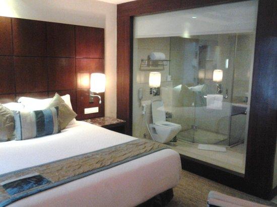 BEST WESTERN Skycity Hotel: SPacious room