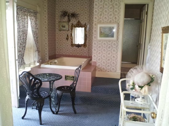 Castle Marne Bed & Breakfast: Bathroom for the Presidential Suite