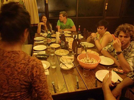Penthouse 1004: La cena en grupo fue un detallazo!