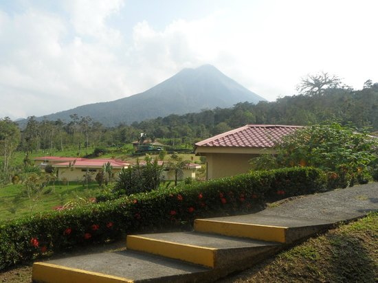 Arenal Volcano Inn: view of Arenal from the room
