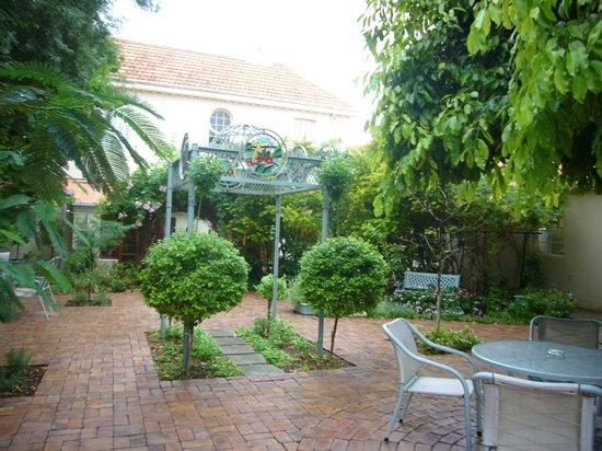 Avondrust Guest House and B&B : Impressionen vom Garten 1