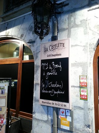 La cotelette: Blackboard outside the restaurant
