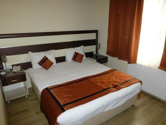 Hotel Venus : Bed