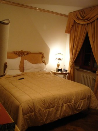 Hotel Palazzo Alexander: Our wonderful bed