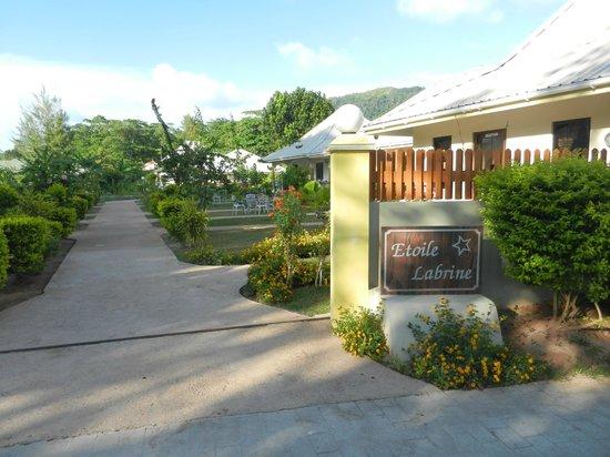 Etoile Labrine: Eingang zum Hotel