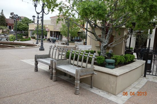 Blackhawk Plaza: Beautifully painted and designed wooden bench