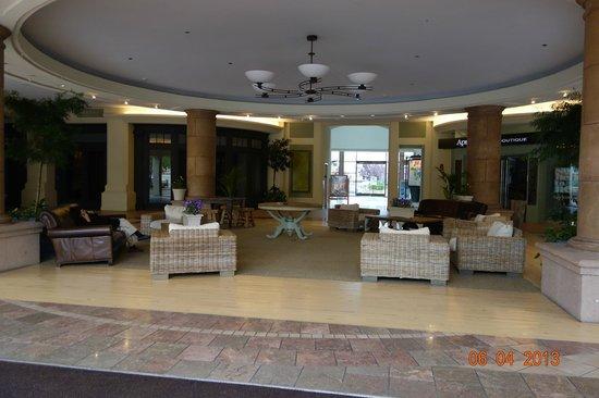 Blackhawk Plaza: Sitting Area