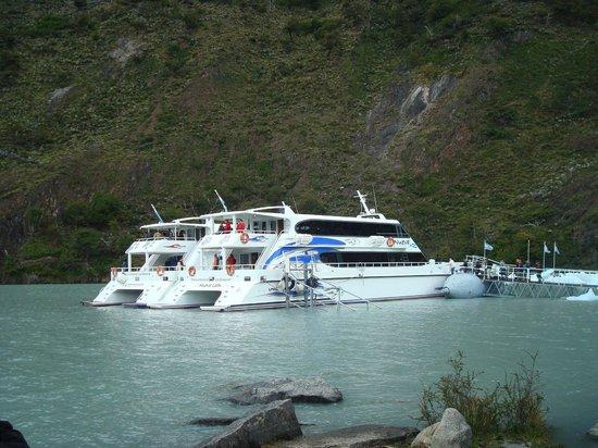 Onelli Glacier: Catamaranes en Bahía Onelli