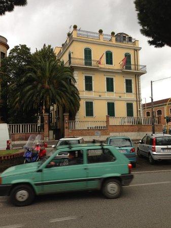 Hotel Latinum: hotel veduta esterna