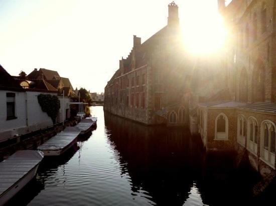 Hotel Montanus: Bruges..les canaux!