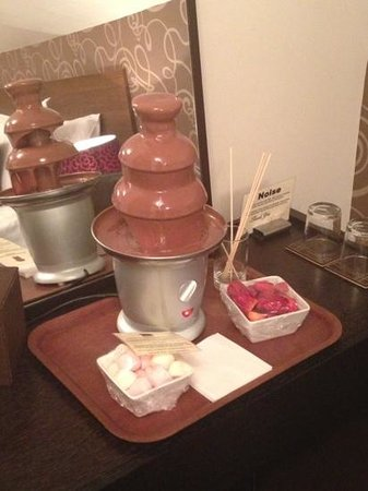 The Chocolate Boutique Hotel: fountain in our room