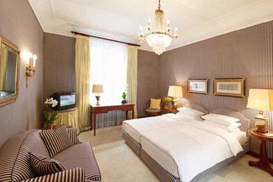 Hotel Opera: Deluxe Zimmer