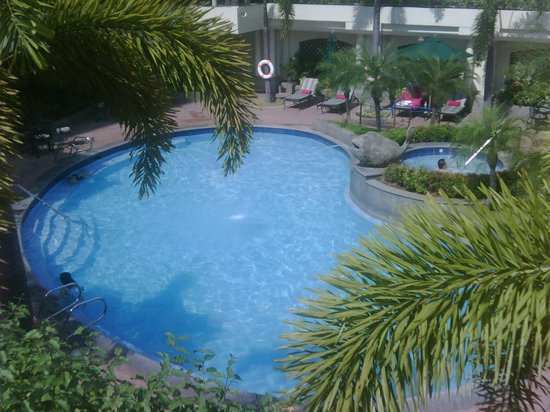 Pan Pacific Manila: Pool area