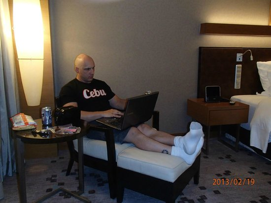 Radisson Blu Cebu: Relaxing in the room