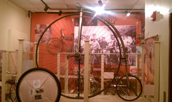 Old Courthouse Museum: Let's go ride a bike!