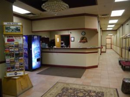 Elite Hotel : Front Desk we are in downtown and access to all facilities and transportation.