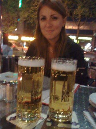 Flandrischer Hof: Bar de la plaza donde está el hotel