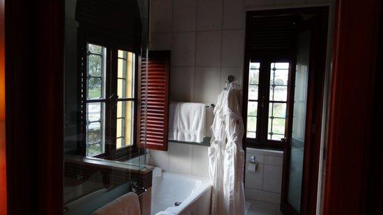 Four Seasons Hotel Istanbul at Sultanahmet: Room 309 bathroom
