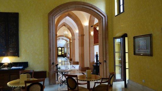 Four Seasons Hotel Istanbul at Sultanahmet: Ground floor hallway