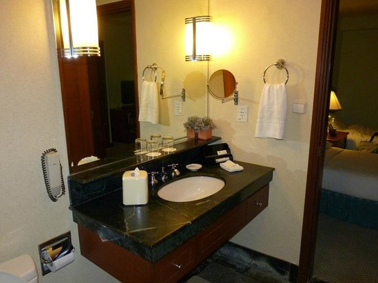The Linden Suites: Bathroom