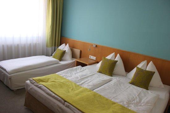 Das Capri: Habitacion con balcon a la calle