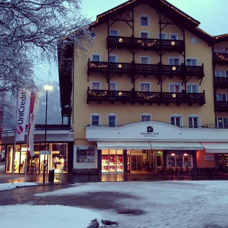 Krumers Post Hotel & Spa: Front of the building