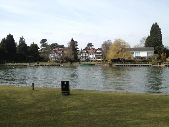 Norfolk House Hotel: the nearby Thames
